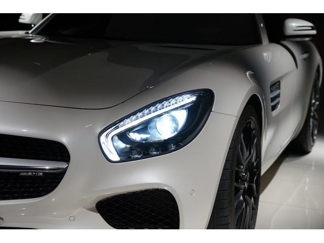 LEDヘッドランプ、消費電力を抑え、視認性が向上致します。ハロゲンランプに比べると夜間の運転の安全性も増します。