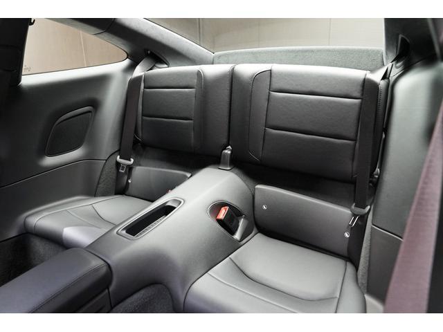 販売店保証は新車1年10000キロ(新車並行輸入車)中古車3ヶ月3000キロをつけさせて頂いております。(ディーラー車のメーカー保証継承は別途費用を頂戴いたします。)