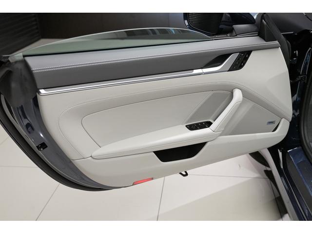 スマートキー付です。ポケットやカバンにキーを入れっぱなしでもドアの開閉からエンジンスタートまで、とても便利な機能です。ドア周りのキズひっかきキズ防止の役割もあります。