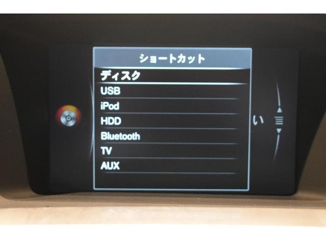 ミュ-ジックサ-バ-、USB付き、多彩なエンタ-テイメントがドライブのお供です。