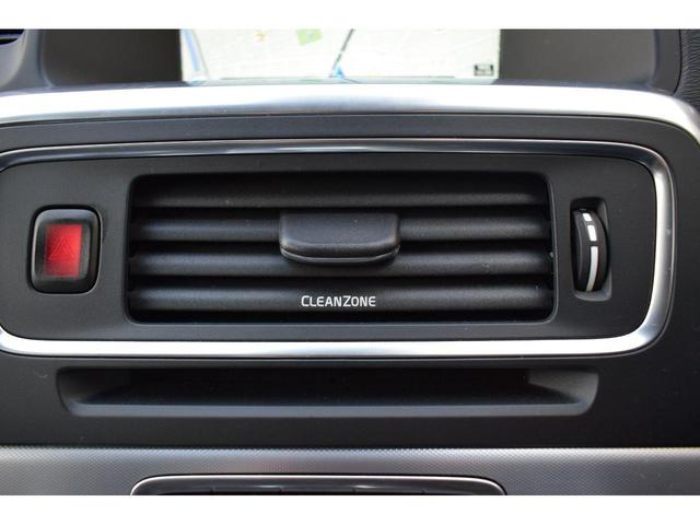 車内自動換気システムは車内の空気をクリーンに保つために開発された技術です。外気の状態をモニターし必要に応じて外気導入口を閉じることで汚染質の侵入を遮断します。