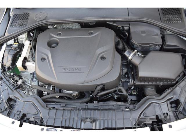 洗練のパフォ-マンスと低減された燃料消費の両立、2.0リッタ-4気筒直噴タ-ボエンジン