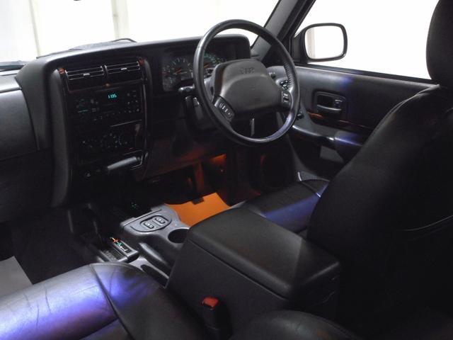 クライスラー・ジープ クライスラージープ チェロキー リミテッド 15AW 黒本革シート ウッドパネル 認証整備付