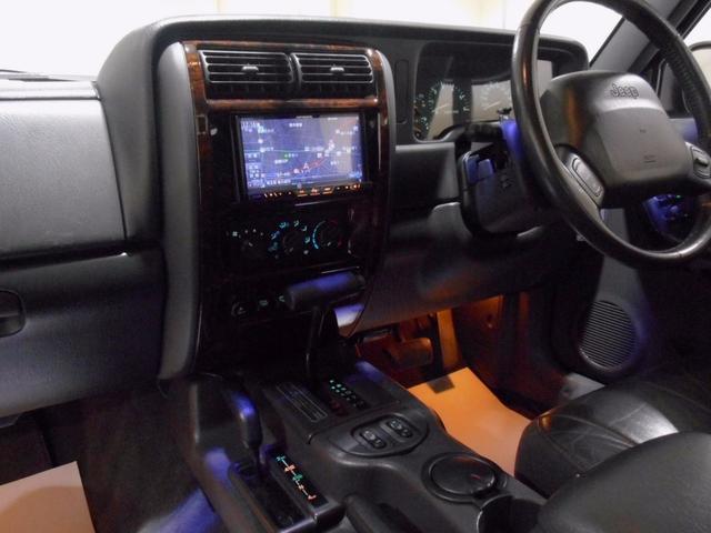 クライスラー・ジープ クライスラージープ チェロキー リミテッド セミレストア 黒本革シート HDDナビ 整備付