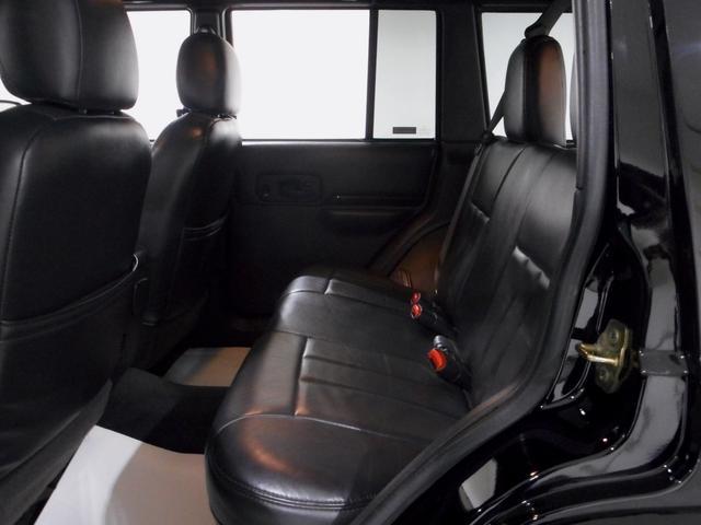 クライスラー・ジープ クライスラージープ チェロキー リミテッド 内外セミレストア 黒本革 リフトUP 認証整備付