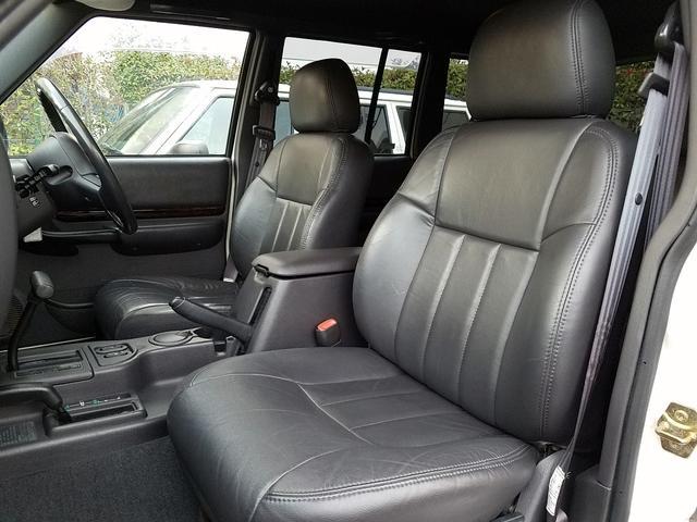 クライスラー・ジープ クライスラージープ チェロキー リミテッド NewリフトUP 黒本革 XJ最終モデル 整備付