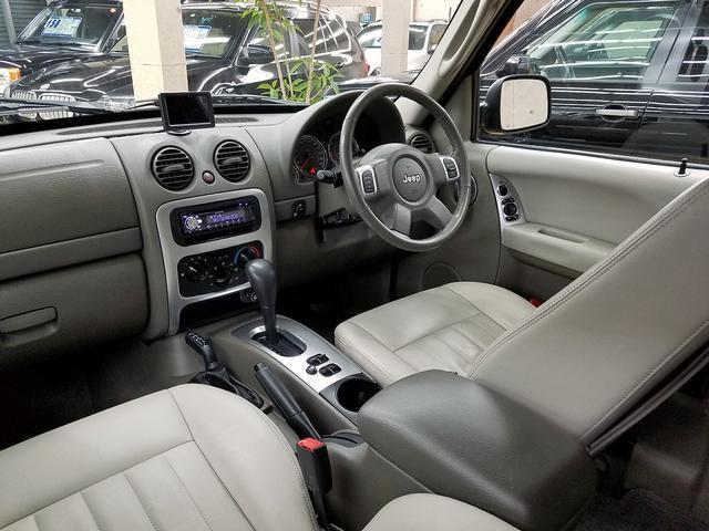 リミテッドED本革内装KJ型Jeep最終モデルガッチリ整備付(3枚目)
