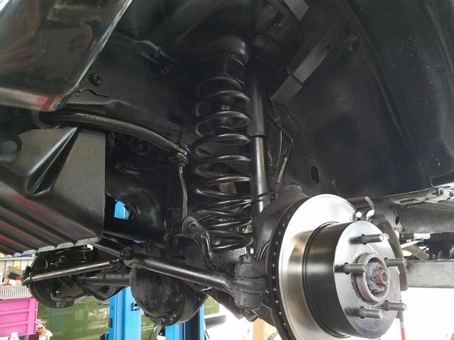ブレーキも必須項目。ブレーキパッドだけではなくディスクローターもSET交換が基本です。弊社では当然無料施工。