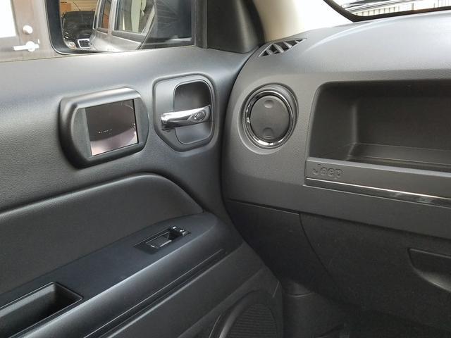 スポーツ 2WD前輪駆動 可変バルブタイミング機構搭載2000ccワールドエンジン 全シートリクライニング SDナビ一体機 地デジTV&Bluetooth機能 バックカメラ サイドカメラ&モニター 最終モデル(28枚目)