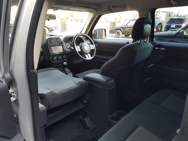 スポーツ 2WD前輪駆動 可変バルブタイミング機構搭載2000ccワールドエンジン 全シートリクライニング SDナビ一体機 地デジTV&Bluetooth機能 バックカメラ サイドカメラ&モニター 最終モデル(35枚目)
