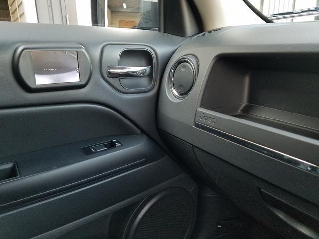 スポーツ 2WD前輪駆動 可変バルブタイミング機構搭載2000ccワールドエンジン 全シートリクライニング SDナビ一体機 地デジTV&Bluetooth機能 バックカメラ サイドカメラ&モニター 最終モデル(41枚目)