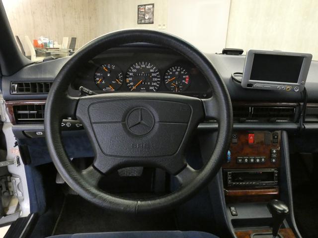 Sクラス クーペ 560SEC 正規D車 SR青ファブリック(11枚目)