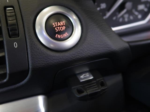 ライセンスプレートを純白に照らしてくれる、LEDライセンスプレートライトを装着しています。