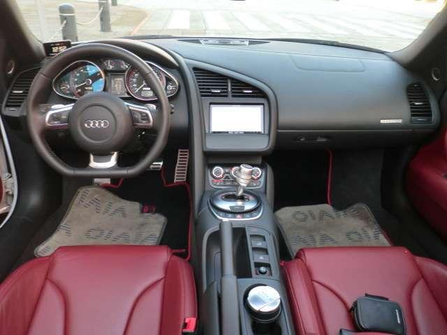 アウディ アウディ R8スパイダー 5.2 FSI クワトロ 4WD
