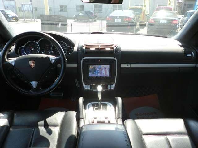 ターボ ティプトロニックS 4WD 本革 HDDナビ HID(9枚目)