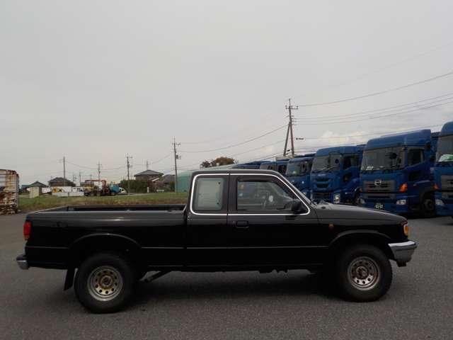 B4000 B4000 4WD ブラック(4枚目)