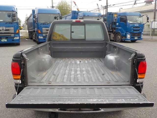 B4000 B4000 4WD ブラック(15枚目)