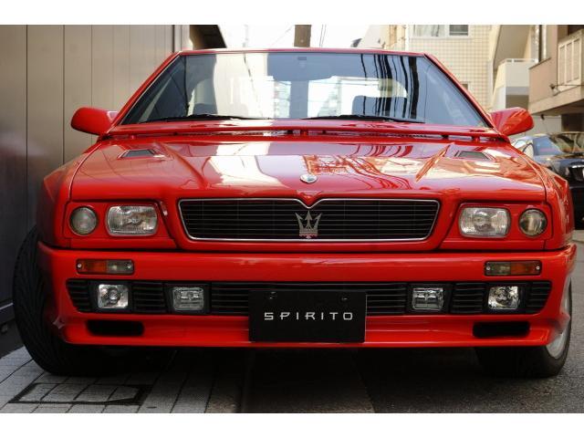 1988年のジュネーブ・ショーで久々の2シーター・クーペとなる「カリフ」発表したマセラティは、追って1989年12月に更に高性能なスポーツクーペシャマルを発表、翌1990年7月にリリースを開始しました