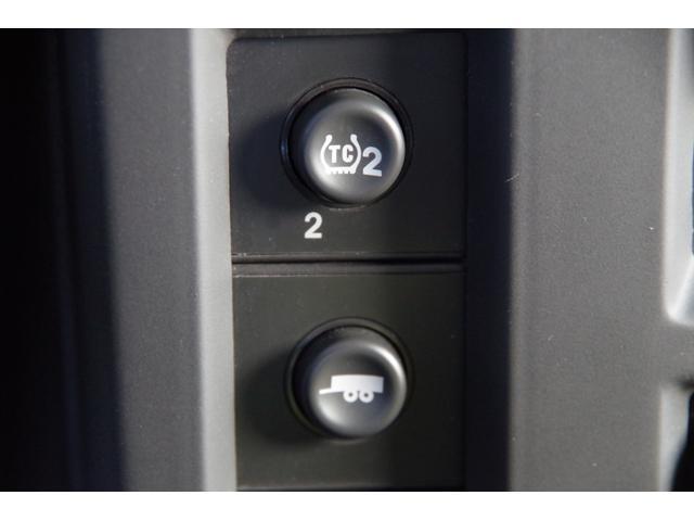 ラグジュアリーパッケージ 新車並行 メッキパーツ デイライト部フォグランプ化 ヘッドレストモニター×4 大型フリップダウンモニター LEDヘッドライト・フォグランプバルブ 4座シートヒーター ナビ SD Bluetooth(31枚目)