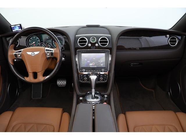 「スピード」はマリナーPKGが標準装備となり、ベースモデルに比べ最 高出力が50馬力アップされ、最  高出力は驚 異の625馬力を発揮!
