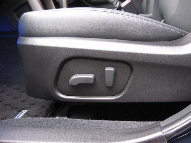 前席左右パワーシート及びシートヒーター装備、シートは黒革フルレザーシートになります。 ハーフレザーシートではございません!