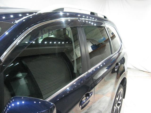 前後左右ドアバイザー装備、リアガラスはプライバシーガラスになります。