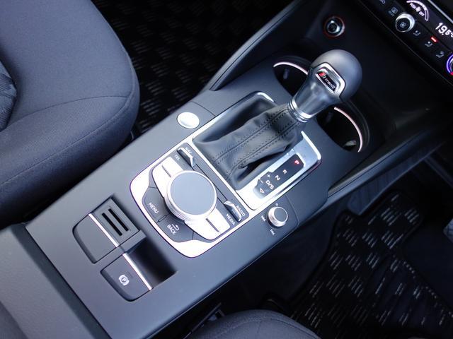 アウディ アウディ A3 スポーツバック1.4TFSI LEDヘッドライト コンビニP