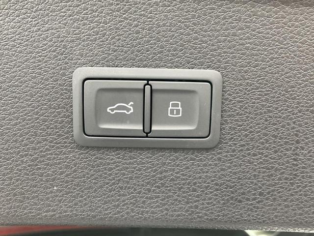 ベースグレード 認定中古車 レッドキャリパー レザーPKG プライバシーガラス ワンオーナー MMIナビ サラウンドカメラ 電動リアゲート シートヒーター 地デジ Bluetooth(9枚目)