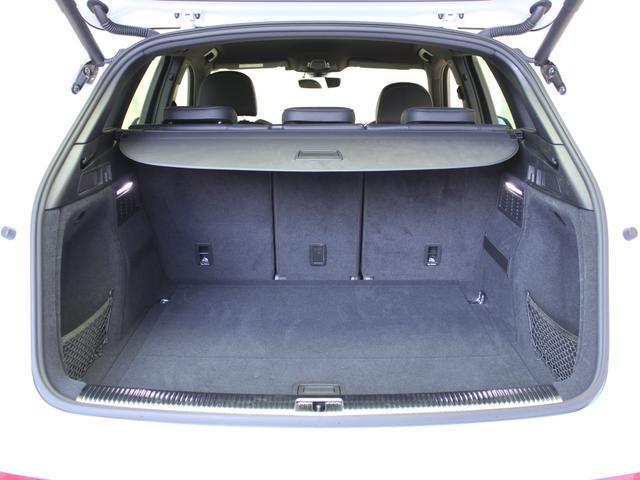 十分な広さが確保されたラゲッジルーム。後部座席の背もたれを前方に倒すことが出来るので、更に空間を広げることも出来ます。