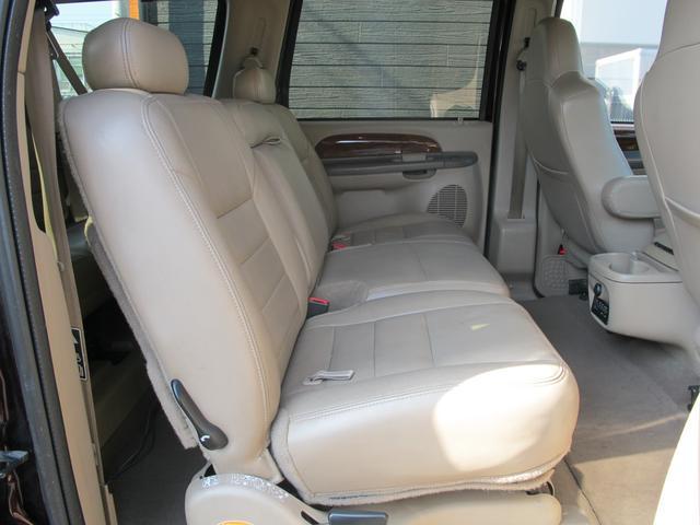 フォード フォード エクスカージョン LTD リフトアップ20インチAW HDDナビ