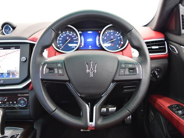 マセラティ マセラティ ギブリ ベースグレード 正規ディーラー車 サンルーフ 19AW