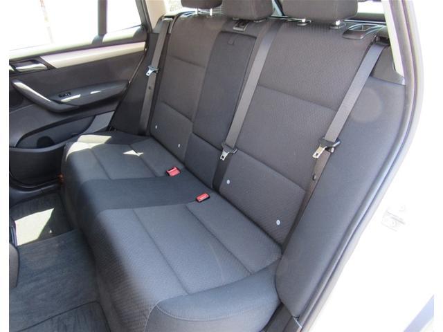 後部座席も広々。チャイルドシートの装着も可能です。