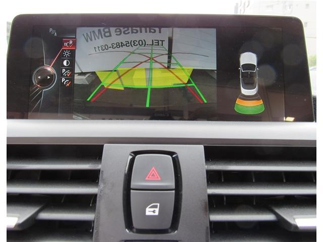 バックカメラ、パークディスタンスコントロールも装備していますので、車両の後方にある障害物までの距離を信号音とビジュアル表示でお知らせします。