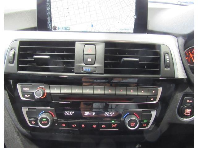 オートマチックエアコン。運転席と助手席で個別に温度設定が可能です。