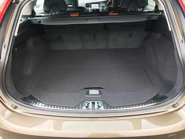 ボルボ ボルボ V60 クロスカントリーT5AWD SE 本革シート 登録済未使用車