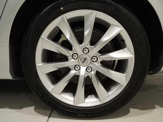 タイヤの溝は約8分や以上と十分にございます