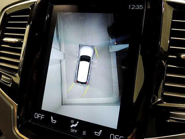 安全装置の1つ、360°ビューカメラ  誘導ラインが表示され障害物に近づいたときには赤・黄色のマークと音で危険を知らせてくれます