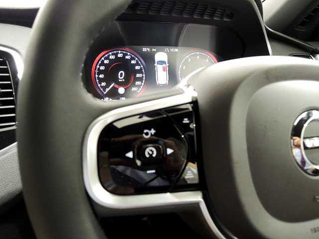 全車速追従機能付きACCは、交通の成られに合わせて走行・加減速・停止まで自動で行い、高速道路や渋滞時などで設定した速度と車間を維持する便利な機能です