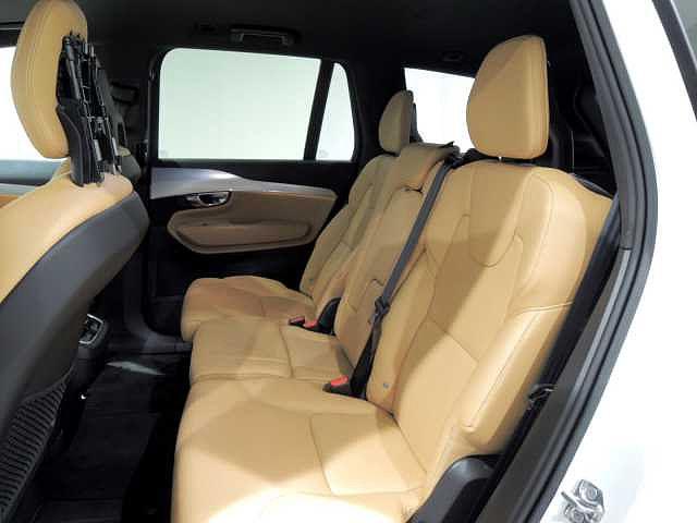 前席同様に座り心地を追求したリヤシート ヘッドクリアランスもあり開放的な空間です