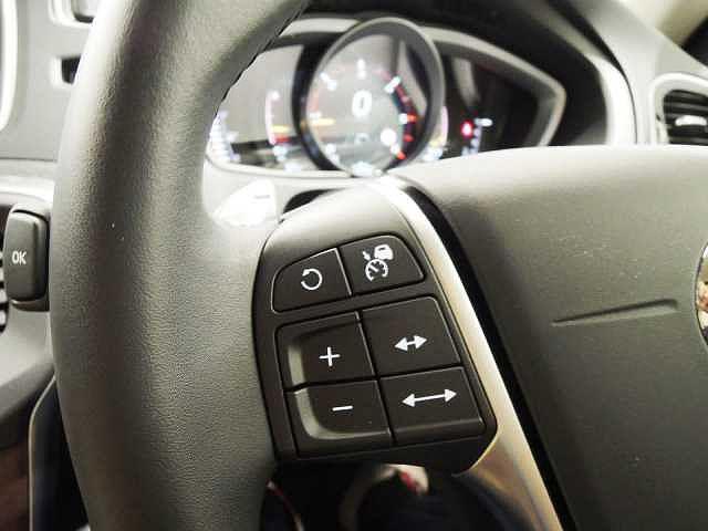 全車両追尾機能付きのアダプティブクルーズコントロールで長距離ドライブが楽になります