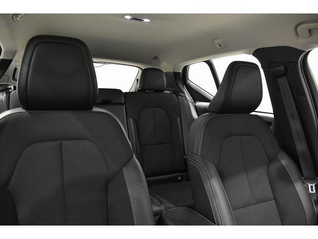 ヘッドクリアランスも十分確保された、車内空間です。