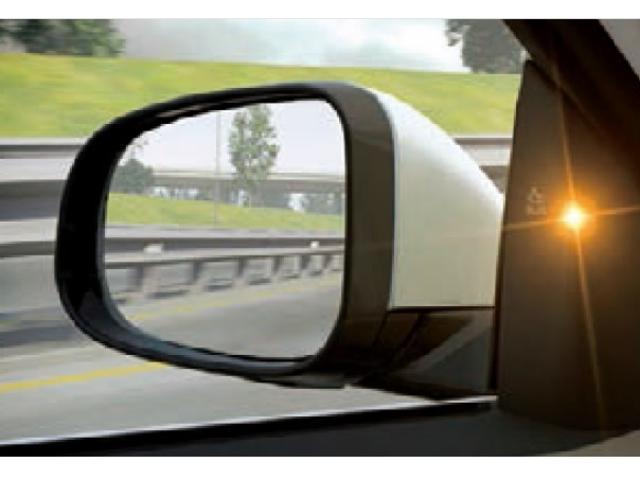 BLIS ブラインドスポットインフォメーションシステム リアバンパーに装着された高精度ミリ波レーダーにより、後方や側方などドライバーに死角エリアに存在する車両をモニタリングします