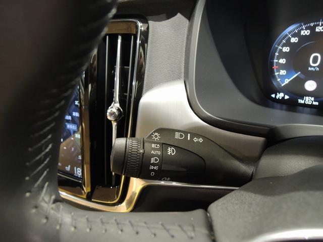 ヘッドライトスイッチは左側のウインカーレバーに備わります。