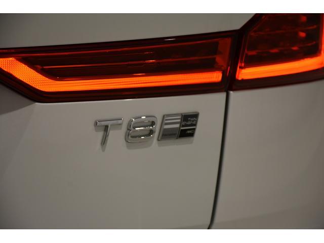 高性能な4気筒のガソリンエンジンと強力な電気モーターの組み合わせにより、T8ツインエンジンAWDは大排気量エンジンに匹敵する出力と高いパフォーマンスを実現いたしました。