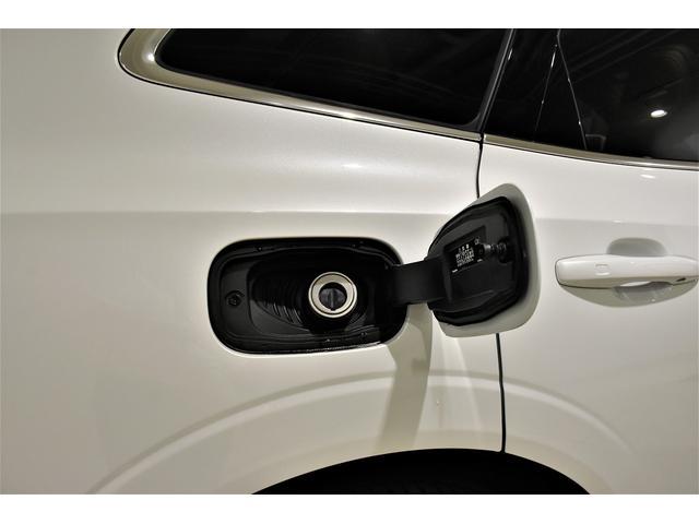 キャップレスの給油口です。セルフのガソリンスタンでの給油時に手の汚れを最小限にいたします。