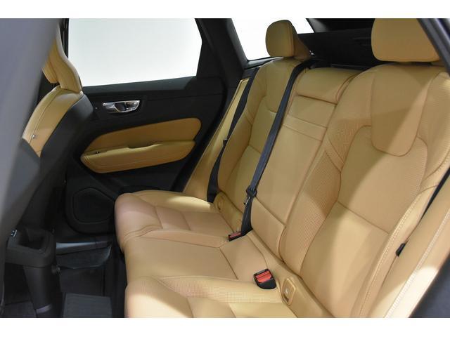 十分な背もたれの高さを持ち、フロントシートと同じように疲れにくい、ゆったりくつろげるシートです。リアシートもシートヒーター付き。