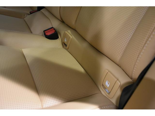 ISOFIXアタッチメントがリア左右席に装備されています。ISOFIXタイプのチャイルドシートがしっかり固定・装着できます。