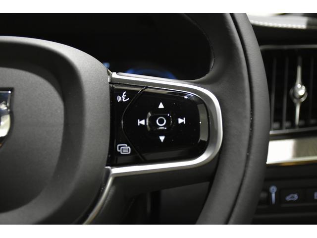 ステアリングスイッチ左側は、オーディオコントロール、ボイスコントロールスイッチが備わります。
