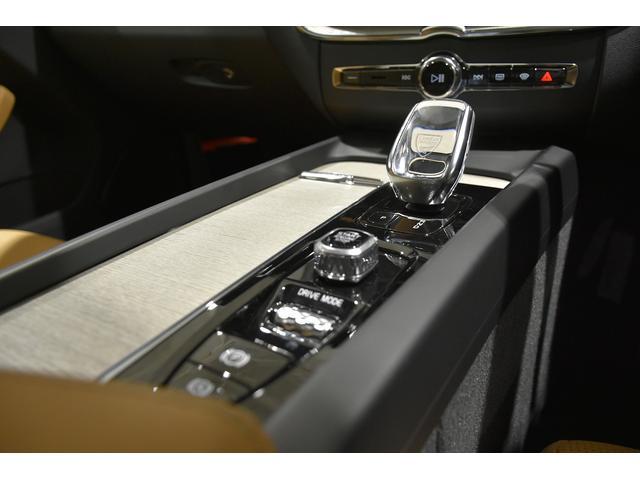 ドライブモードセッティングスクロールホイールには、手触りがソフトで操作しやすい、柔かなダイヤ目のローレットを施しました。