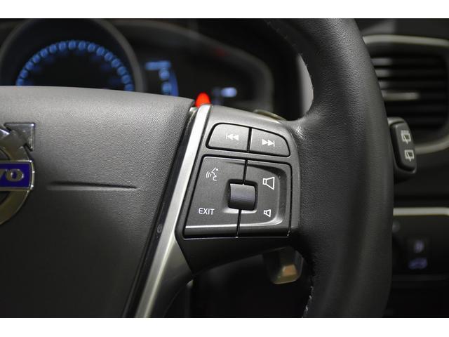 右側のステアリングスイッチはオーディオコントロール、ナビゲーションコントロールが可能です。